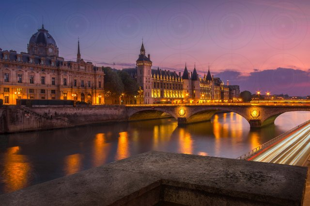 Conciergerie Blue Hour-DRI-Getty-FINALE