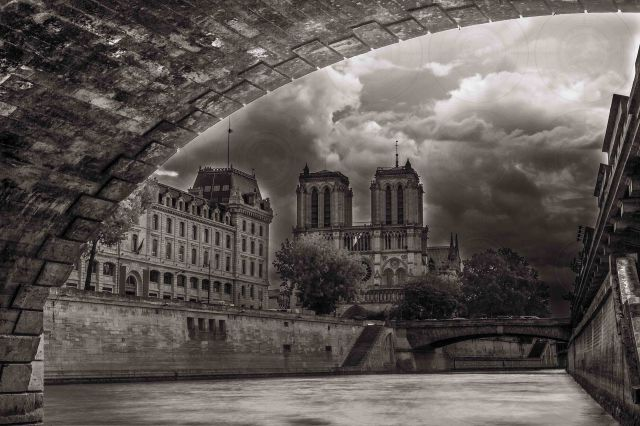 Notre-Dame de Paris B&W-DRI-Getty-Finale