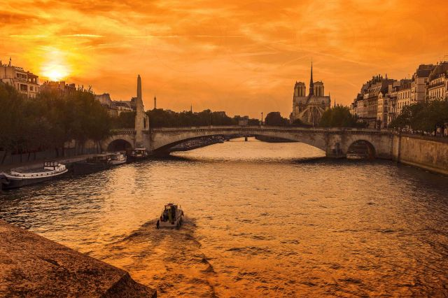 Sunset Notre-Dame II-DRI-Getty-FINALE