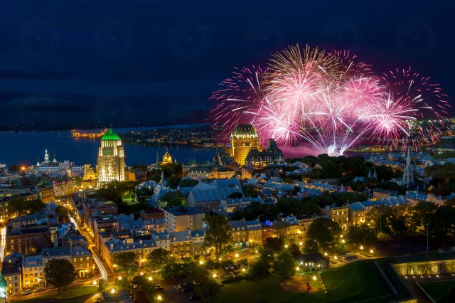 Quebec_city_fireworks_DRI_2015